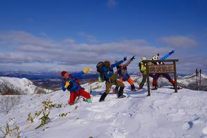 伊達紋別岳でボルトポーズ、2017.1.21 - デジカメ持って野に山に