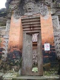 サラスワティ像の思い出とマントラ Kenangan Patung Saraswati dan Mantra - バリ島シドゥメン村田舎暮らし 手織りの布ソンケット