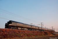 """""""ブラック瑞風""""は半逆光に映える。 - 山陽路を往く列車たち"""