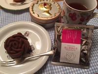 バラの紅茶とバラのケーキ - y-hygge