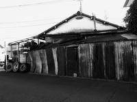 街道沿いのタイヤ屋 - Short Cuts