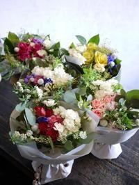 5種の花束。ホテルでの新年会で、お孫さんたちからおじいちゃん・おばあちゃんたちに、感謝の気持ちを込めて。 - 札幌 花屋 meLL flowers
