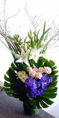 四十九日に。厚別東1条にお届け。 - 札幌 花屋 meLL flowers