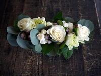 ご結婚記念日に。「白とグリーンで」。帯広市に発送。 - 札幌 花屋 meLL flowers