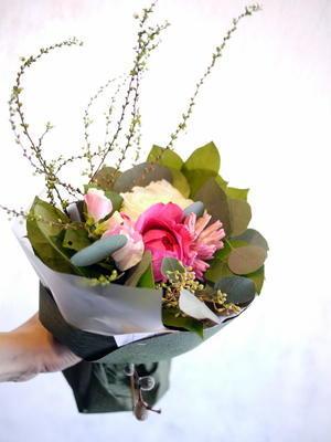 娘さんの4歳のお誕生日に。「ピンク系で」。 - 札幌花屋meLL flowers
