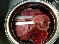 「牛すね肉中華煮込み な丼」 - そーすっこ