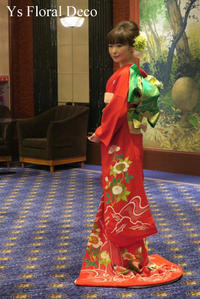 明るめの赤色のお着物にあわせるヘッドドレス  - Ys Floral Deco Blog