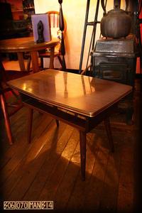 1970s Vintage デコラの棚付ミニテーブル - アンティークショップ 506070mansion 札幌 買取もやってます!