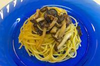 ブラックオリーブとシメジのアンチョビ風味【ビアンコ】スパゲティ - ロックなカメリエーレが作る【男のプチ本格料理】レシピ