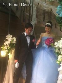 水色のドレスに 鮮やかなピンクのラウンドブーケ - Ys Floral Deco Blog