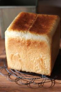 プルーン酵母で角食 - オーブン手帖