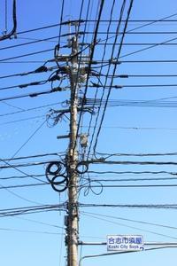 複雑な電柱~♪。 - 青い海と空を追いかけて。