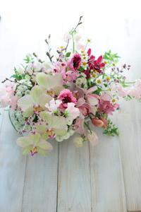 お母様へのお誕生日お祝い 蘭と桜と - 一会 ウエディングの花
