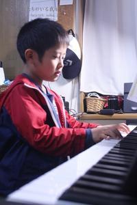 ピアノの練習。 - かいじゅうたちのいる我が家。