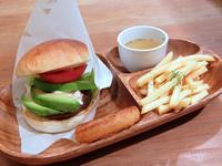 DAYS CALIFORNIA CAFE(みよし市) - avo-burgers ー アボバーガーズ ー