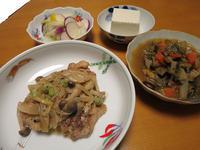 鶏とキノコの粒マスタードクリーム煮と、ミネストローネと、白菜と蕪の柚子塩麹漬け、それに温奴 - かやうにさふらふ