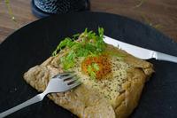 レトルトの「カルボナーラソース」で蕎麦粉のガレット☆ - そらたび