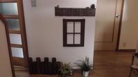 白い壁をアレンジ☆ - カットとヘナの家 ガーデニング美容師の日記