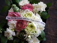 函館市のカフェの5周年に。 - 札幌 花屋 meLL flowers