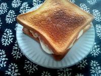 目玉焼きとチーズのトースト - Minha Praia