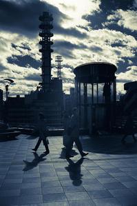 すれ違う赤外線の蒼い影(写真部門) - Film&Gasoline