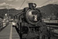 2017年2月8日 蒸気機関車とセルフィーを撮るテツコさん - Silver Oblivion