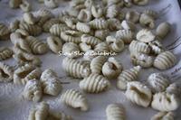 街の粉挽き場で仕入れた粉で手打ちパスタ♪ - スロースローカラブリア