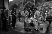 岩座神(いさりがみ)集落の棚田継承(年末の餅つき編) - 写真の散歩道
