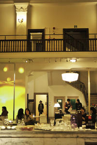"@marché(あったマルシェ)旧三井銀行小樽支店 - ときどきの記 小樽の出版社""ウィルダネス""のブログ"
