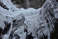 翼の氷瀑  クロタキ谷黒滝 - 峰さんの山あるき