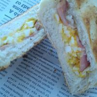 卵とベーコンのホットサンドの朝ごパン - 料理研究家ブログ行長万里  日本全国 美味しい話