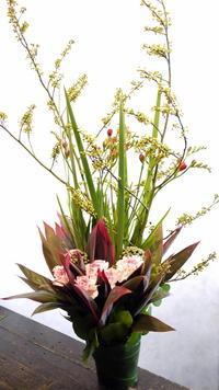 月に一度お届けのスキンケアクリニック様へのアレンジメントと花束。2017年2月。 - 札幌 花屋 meLL flowers