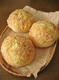 じゃがチーズパンとフルーツ詰め込みパン。 - slow life,bread life