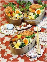 鮭フレークのっけて弁当と今夜は薔薇餃子♪ - ☆Happy time☆