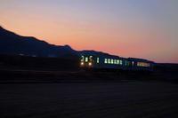 夕暮れに走るローカル列車は日本の原風景だ - スポック艦長のPhoto Diary