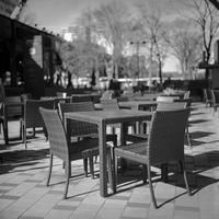 2017年2月9日 冬のオープンカフェでやせ我慢をする透明人間たち - Silver Oblivion