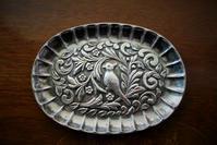 シルバープレート鳥のレリーフ小トレイ154  sold out! - スペイン・バルセロナ・アンティーク gyu's shop