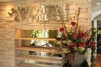 エニタイムフィットネス赤羽北店様 定期活け込みの花 バレンタインアレンジ - 北赤羽花屋ソレイユの日々の花