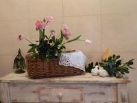 庭のフェイジョアとアンティーク色のバラのアレンジ - 心とカラダが元気になるアロマ&ハーブ・ガーデンの教室chant rose