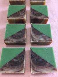 3角ハーフ&ハーフの石鹸 - 小さなバラの庭と手作りせっけんのなちゅらるらいふ