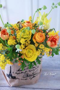 ビタミンカラーのミモザのアレンジ - Le vase*  diary 横浜元町の花教室