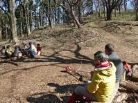 2、3歳児たちとの異世代間交流:2・7六国見山臨時手入れ - 北鎌倉湧水ネットワーク