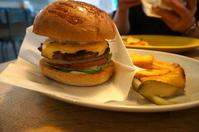 金沢(香林坊・せせらぎ通り):TheGodburger(ザ・ゴッドバーガー) 「チーズフライドエッグバーガー」 - ふりむけばスカタン
