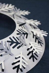 ペーパー仕立てのおしゃれ雑貨(伊藤千織デザイン 白いリース) - バンクーバー日々是々