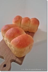 初めて手で足をつかんだぁ~!豆乳黒糖三つ子パン - 素敵な日々ログ+ la vie quotidienne +