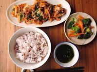2/11(土・祝)の昼 豚キムチ定食(ご飯大盛) - おひとりさまの食卓plus