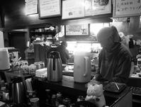 掛川「キネマ食堂」でラーメンカレーセットと牛肉コロッケ単品 - ぶん屋の抽斗