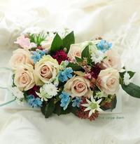 バラのギフト、砂漠の中の水の色 - 一会 ウエディングの花