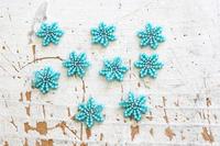ビーズステッチで小さな青い花を作ってみました - ビーズ・フェルト刺繍作家PieniSieniのブログ