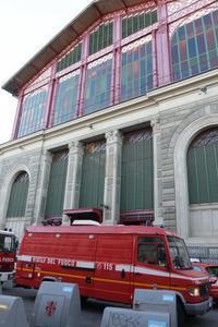 今日の市場1階のボヤ騒ぎ - フィレンツェのガイド なぎさの便り